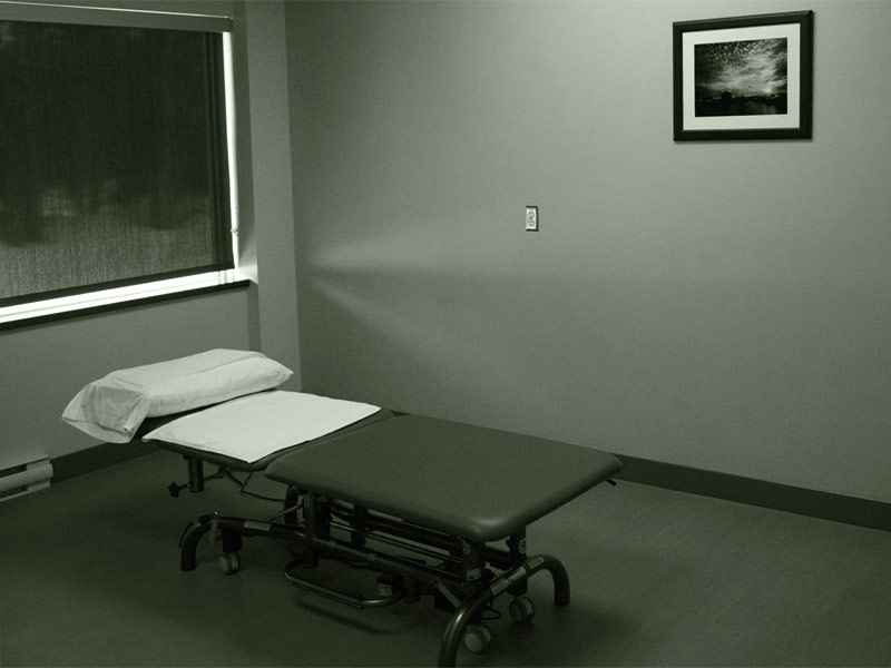 massage physiotherapy treatment table